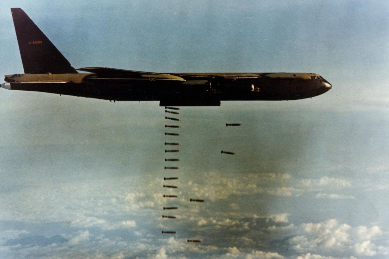 B52_dropping_bombs.jpg